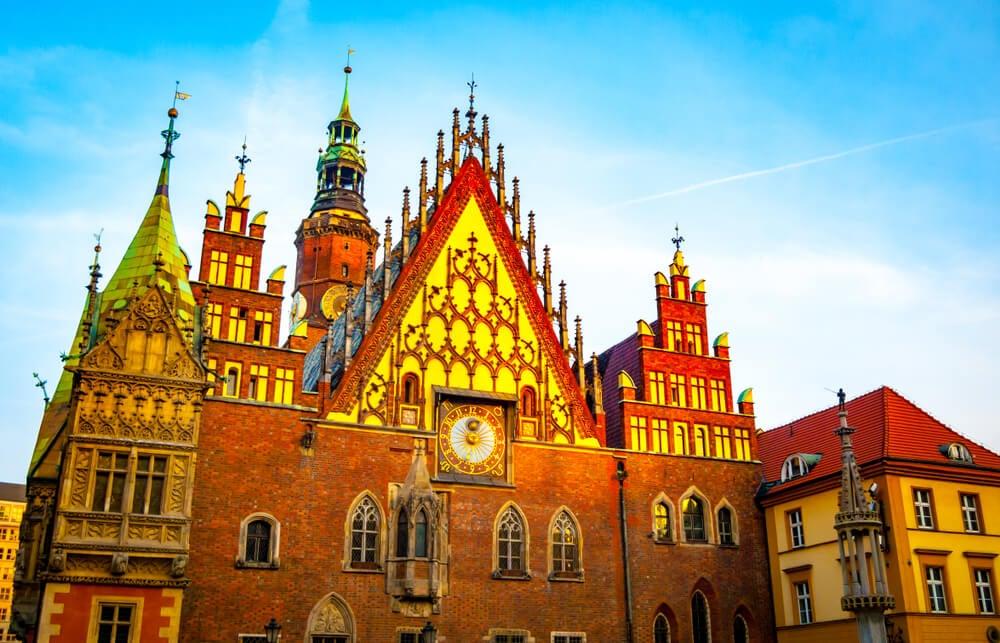 Fachada del ayuntamiento en la Rynek de Wroclaw