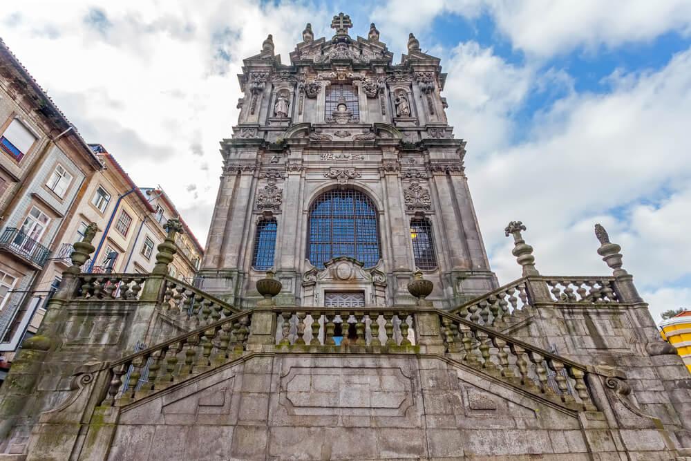 Fachada de la iglesia de los Clérigos en Oporto