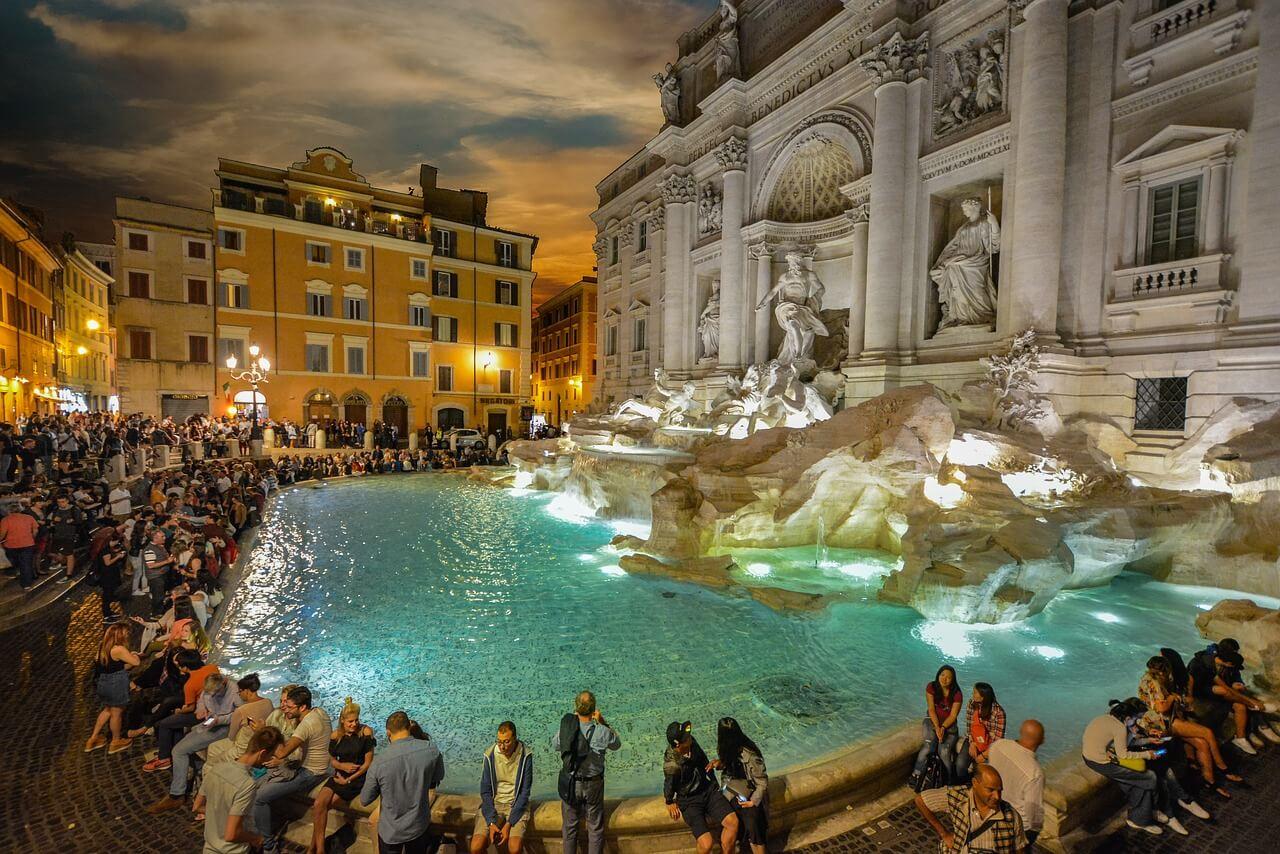 Fontana di Trevi por la noche