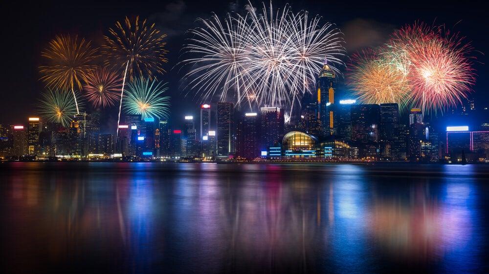 Espectáculo pirotécnico en Hong Kong en Navidad