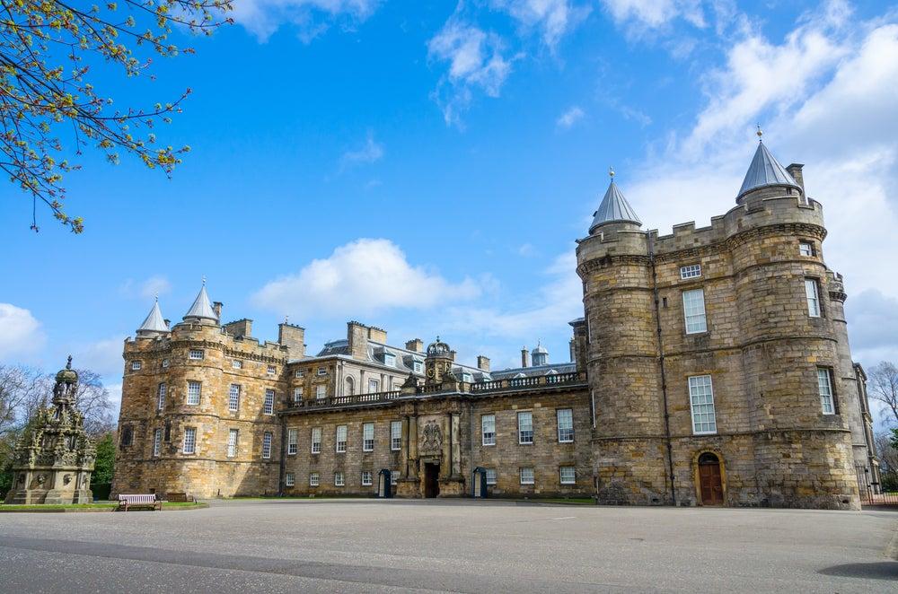 Holyroodhouse, la residencia real en Escocia