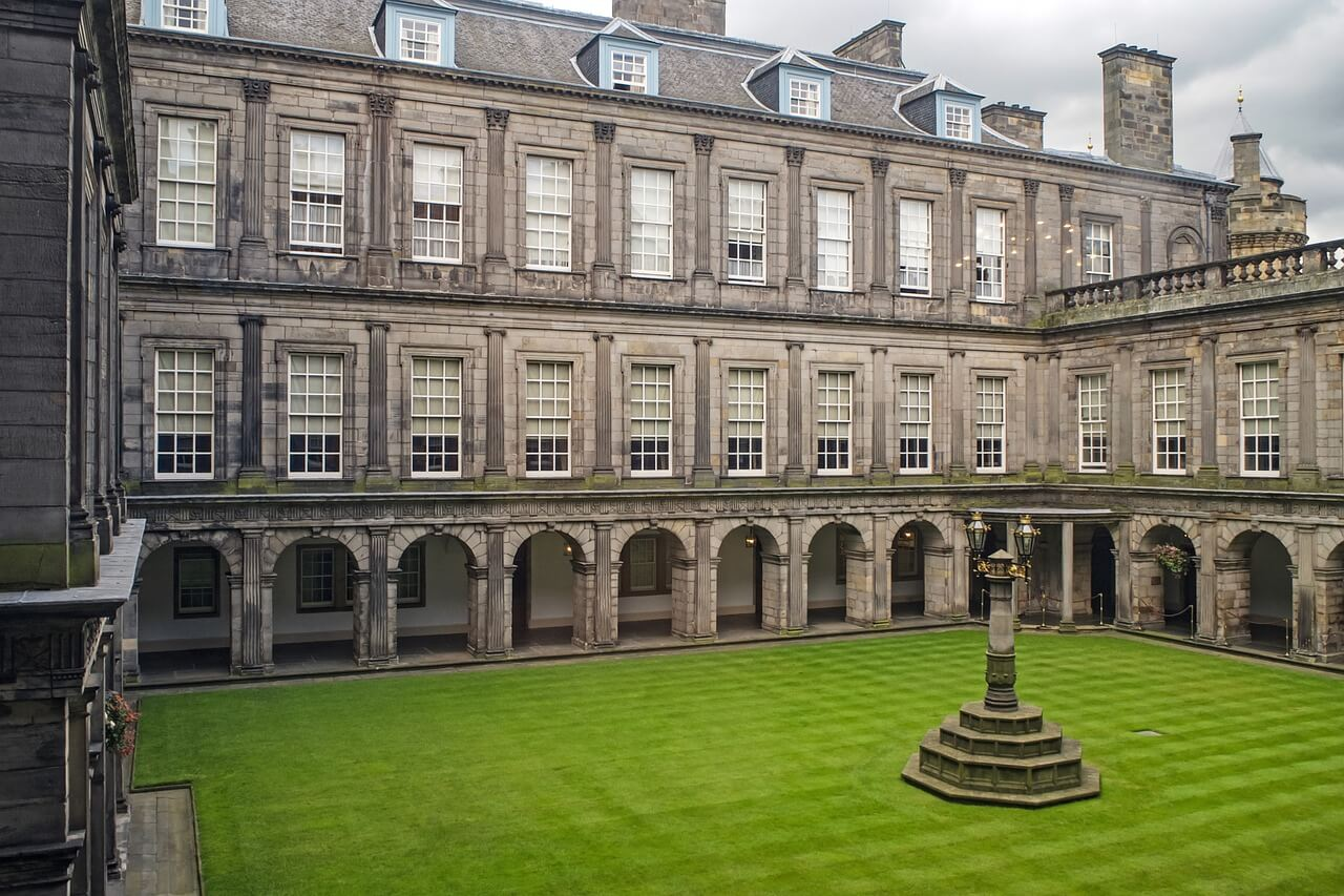 Patio de Holyroodhouse