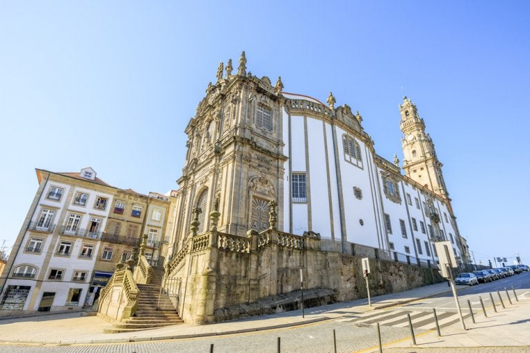 Conoce la iglesia de los Clérigos en Oporto
