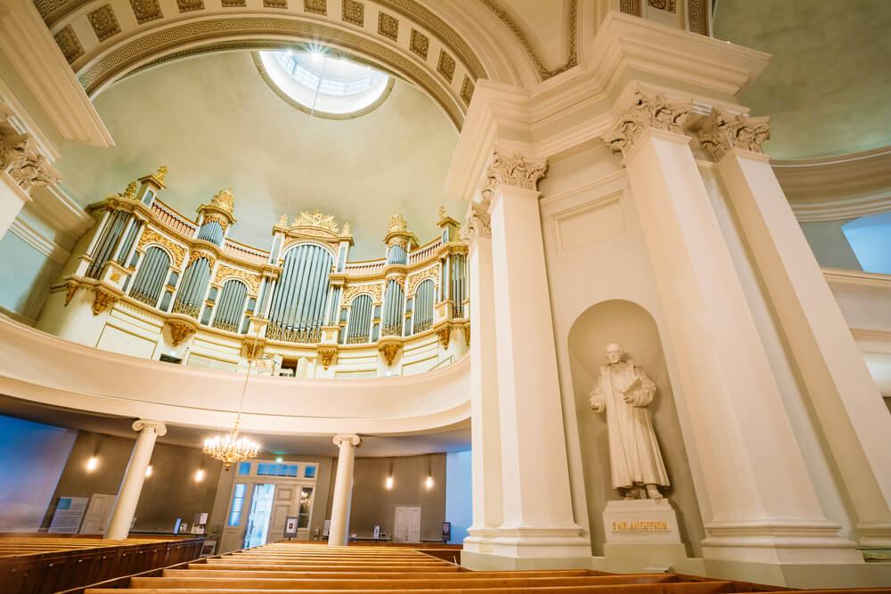 Interior de la catedral luterana de Helsinki