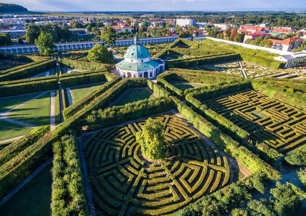 Jardines del palacio arzobispal de Kromeriz