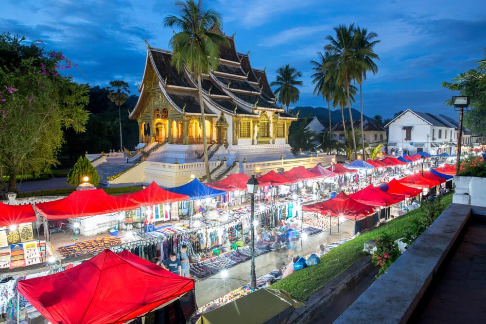 Mercadillo nocturno en Luan Prabang en Laos