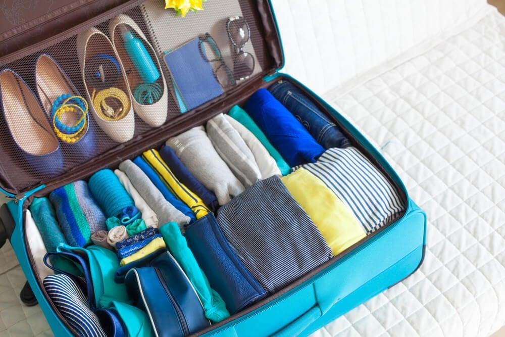 Maleta con accesorios para llevar zapatos