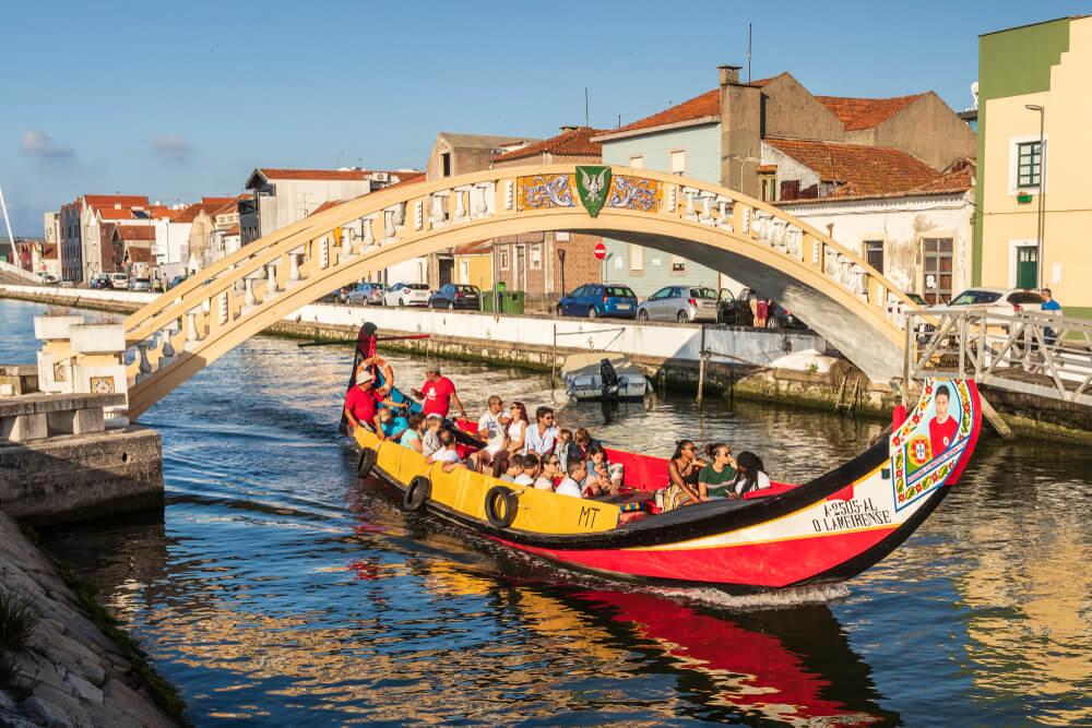 Moliceiro en los canales de Aveiro
