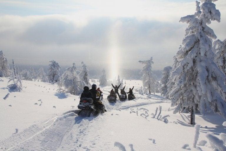 Haz una excursión en moto por Noruega Ártica