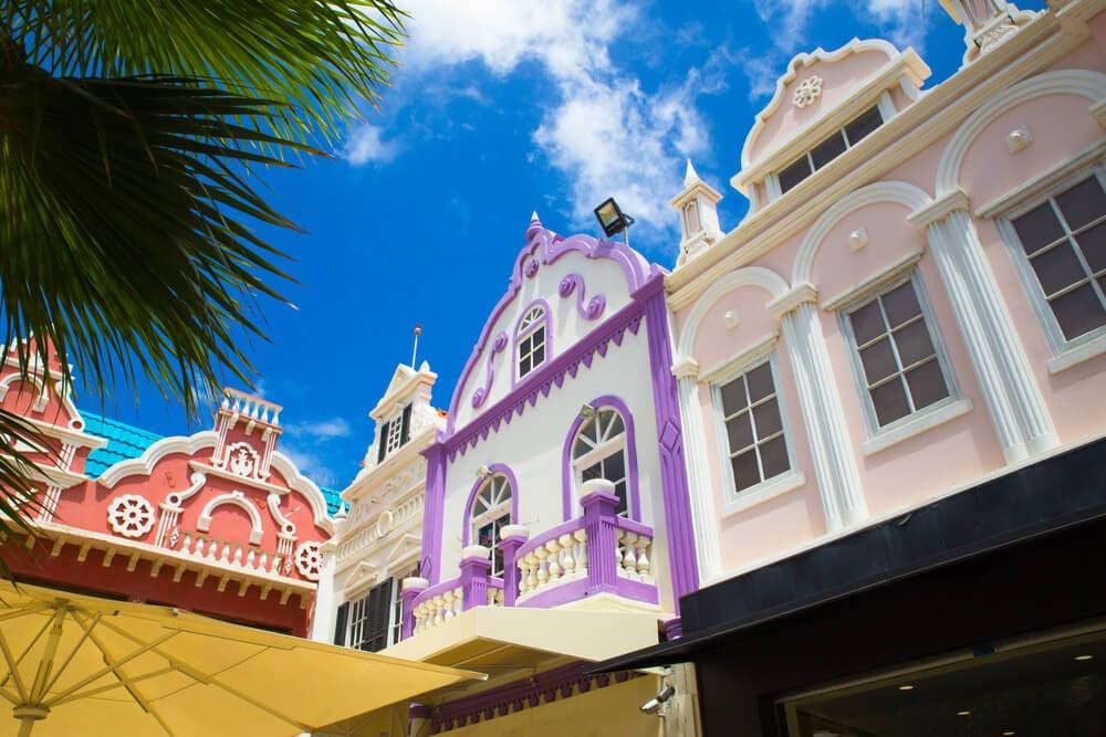Edificios en Oranjestad en la isla de Aruba
