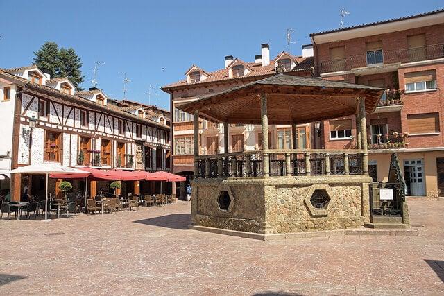 Plaza del Quiosco del pueblo de Ezcaray