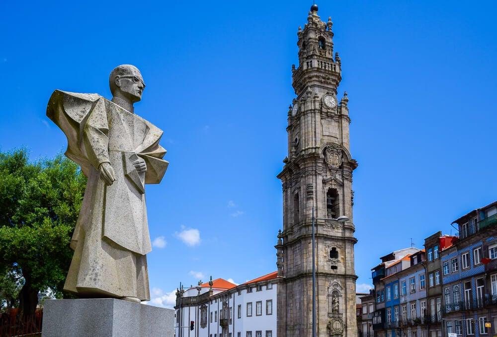 Torre de la iglesia de los Clérigos en Oporto
