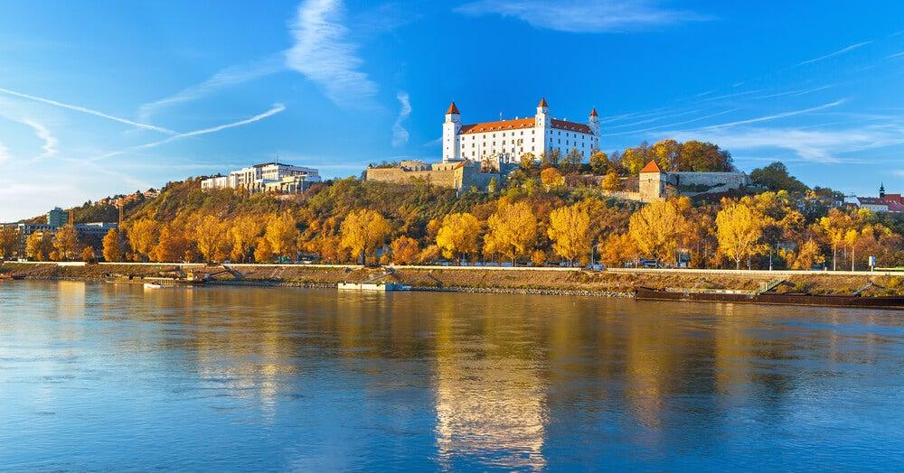 Río Danunbio junto al castillo de Bratislava