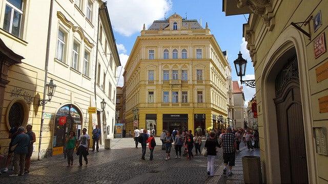 Calle Celetná en la Ciudad Vieja de Praga