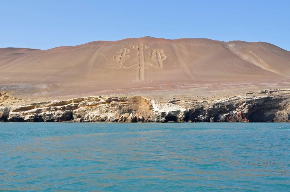 Vista del Candelabro en las islas Ballestas