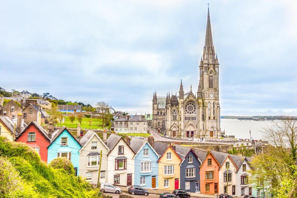 Vista de Cobh cerca de Cork en Irlanda