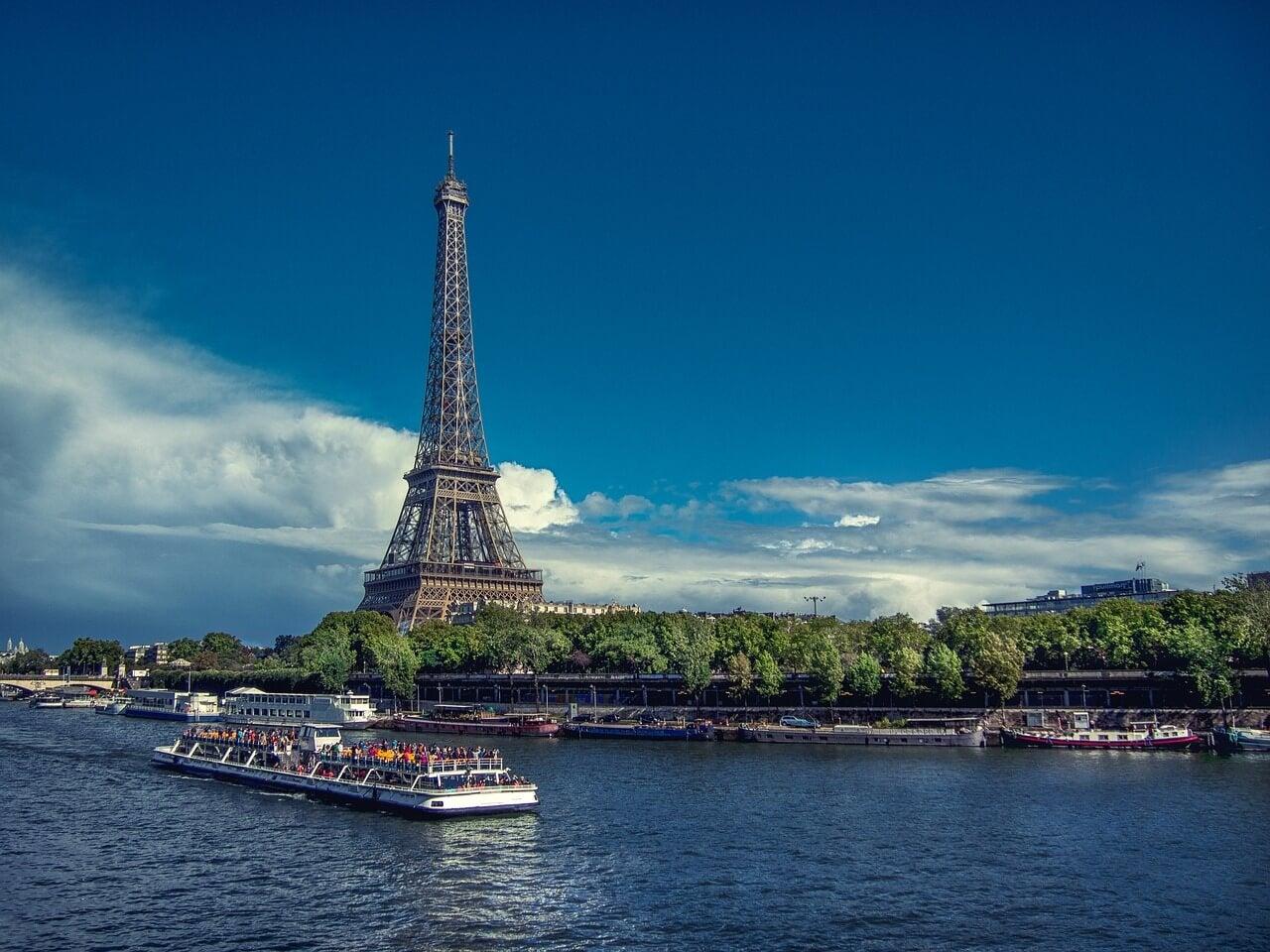 Crucero en el río Sena en París