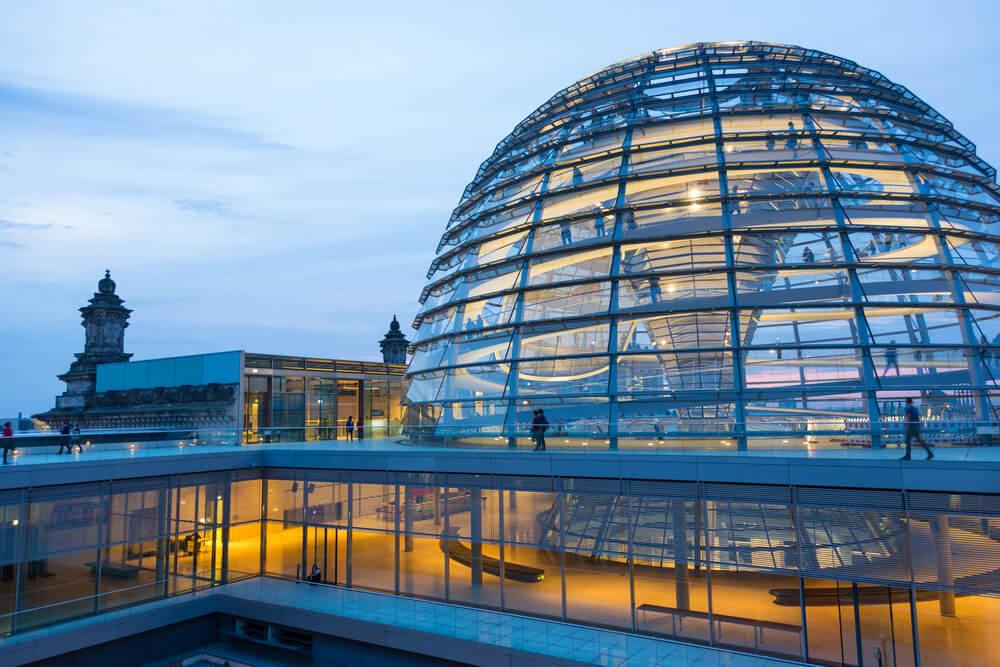 Sube a la cúpula del Reichstag en Berlín