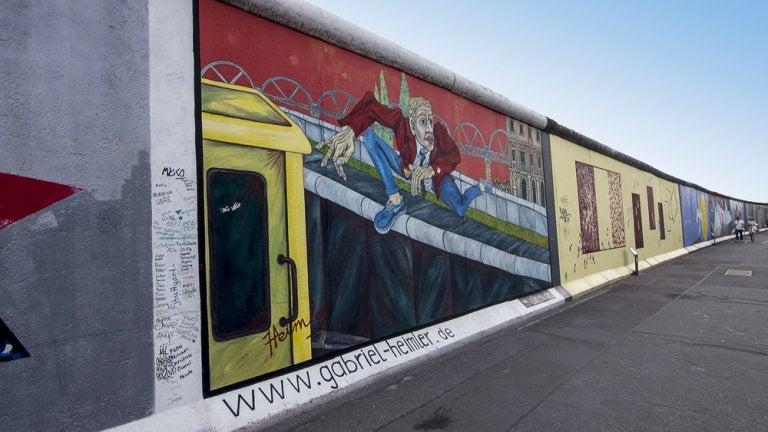Los murales de East Side Gallery en el Muro de Berlín
