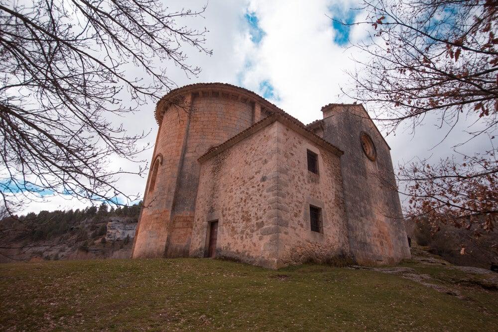 Ermita de San Bartolomé en el río Lobos en Soria