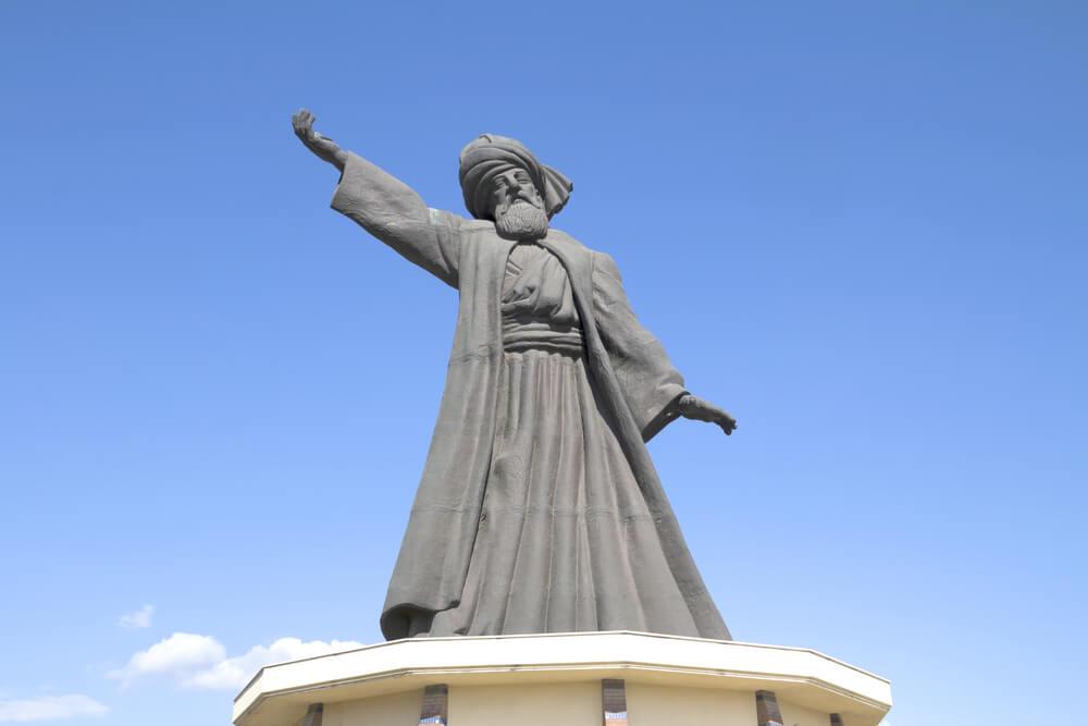 Estatua de Rumi en Konya