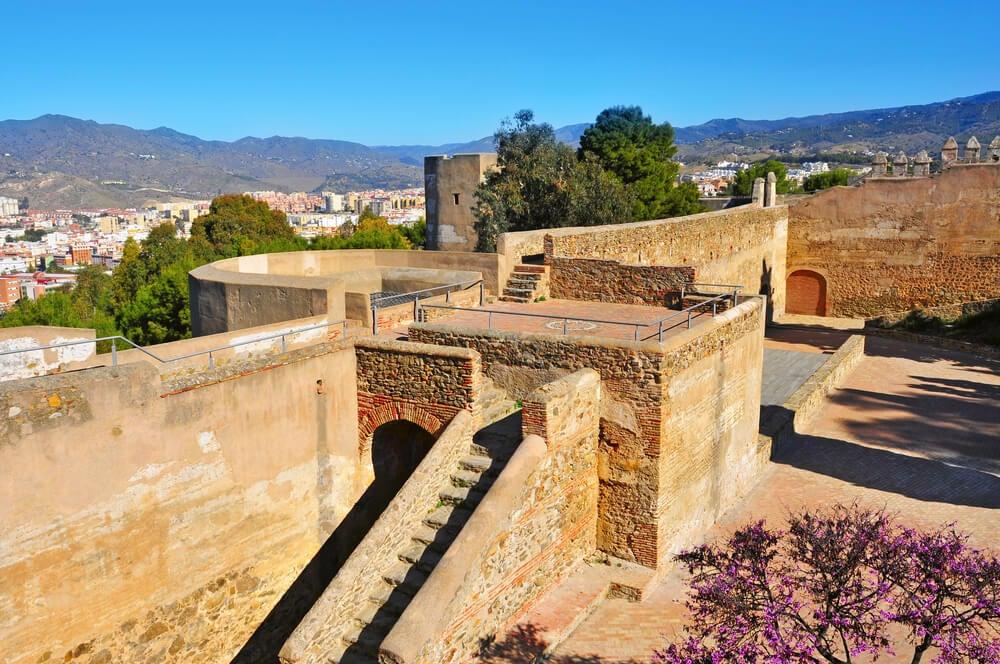 Interior del castillo de Gibralfaro en Málaga