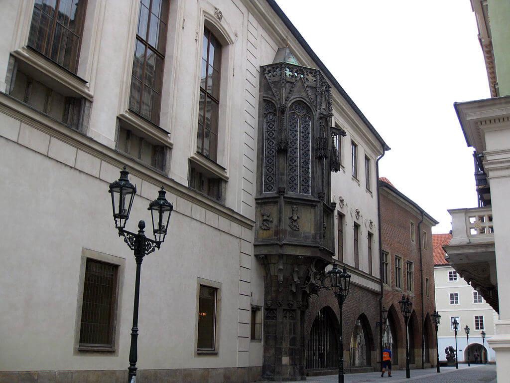 Fachada del Karolinum en Praga