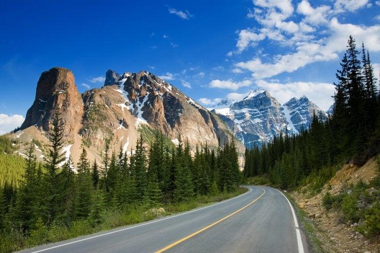 Una ruta en coche por las Montañas Rocosas en Canadá