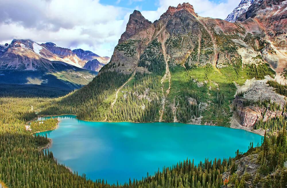 Parque Nacional Yoho en las Montañas Rocosas en Canadá
