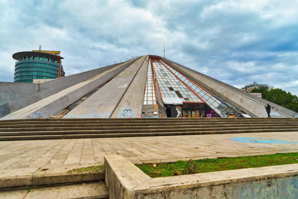 Descubrimos la Pirámide de Tirana en Albania