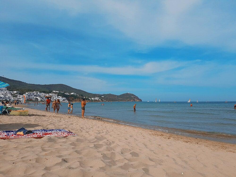 Playa de Cabo Negro en Tetuán