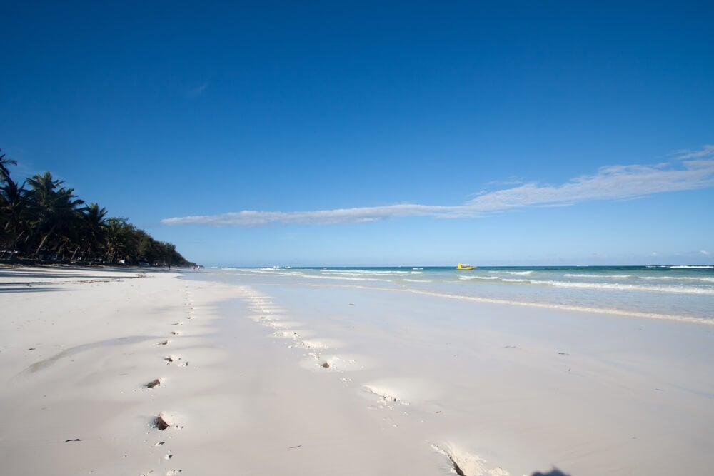 Playa en Mombasa en Kenia