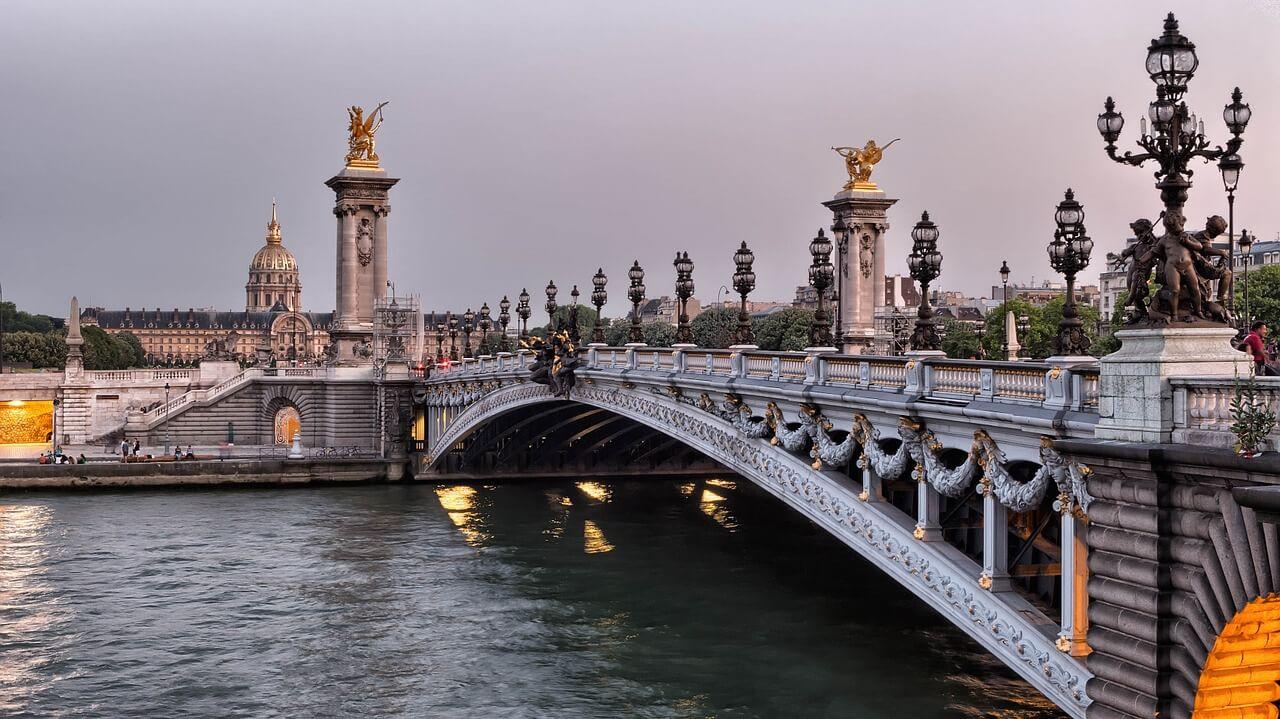 Puente Alejandro III sobre el río Sena