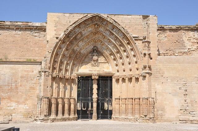 Puerta de los Apóstoles de la Seu Vella