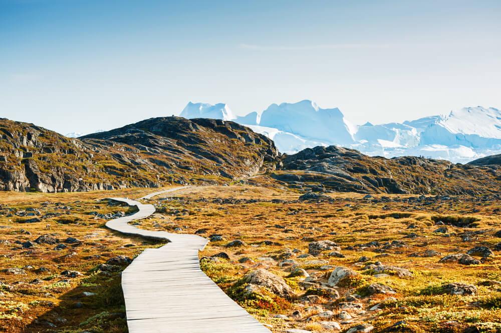 Sendero para hacer turismo natural por Groenlandia