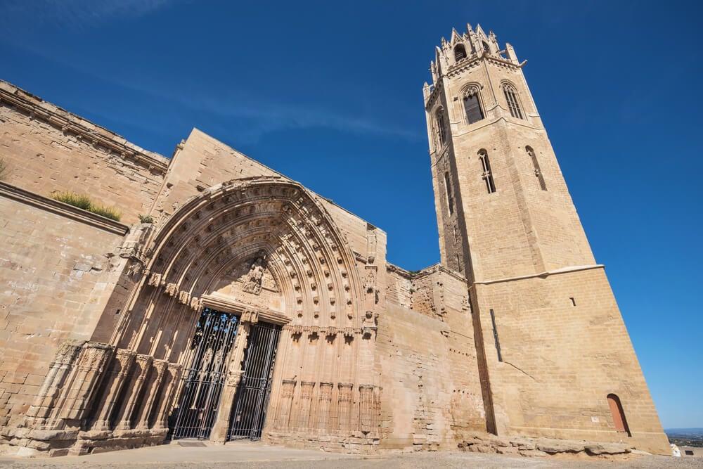 Pórtico y torre de la Seu Vella de Lleida
