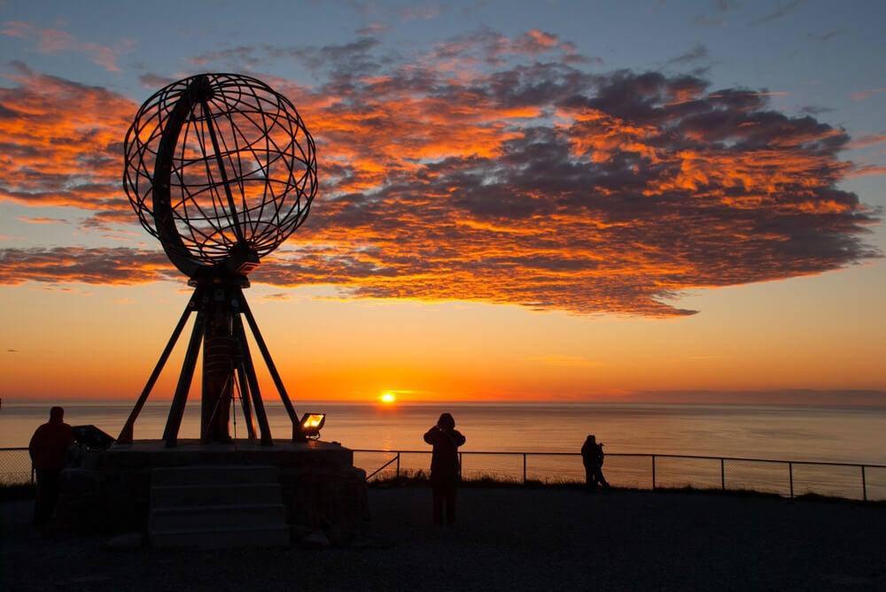 Sol de medianoche en Cabo Norte