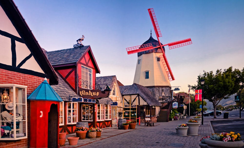 Calle de Solvang en la Pacific Coast Highway