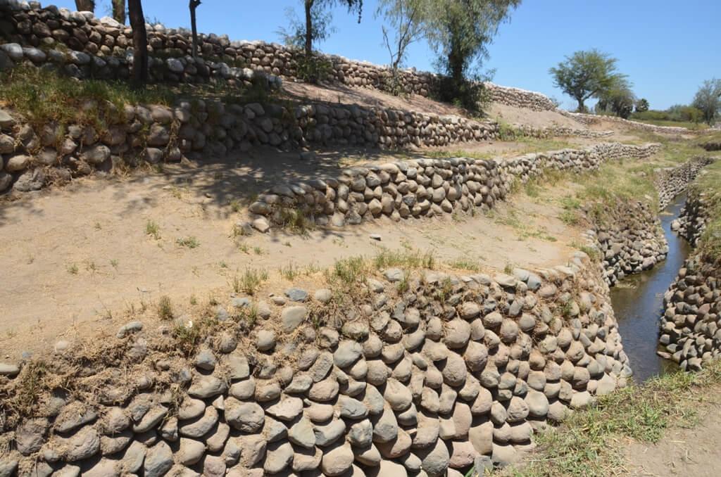 Vista de los acueductos de Cantayo