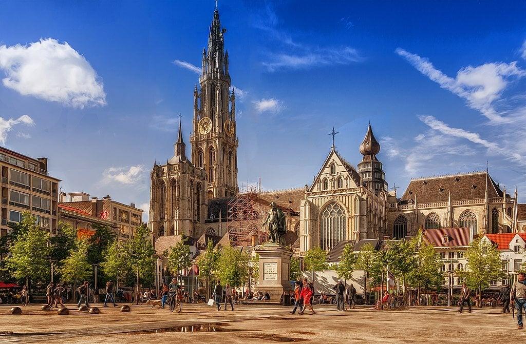Un paseo por la ciudad de los diamantes en Flandes