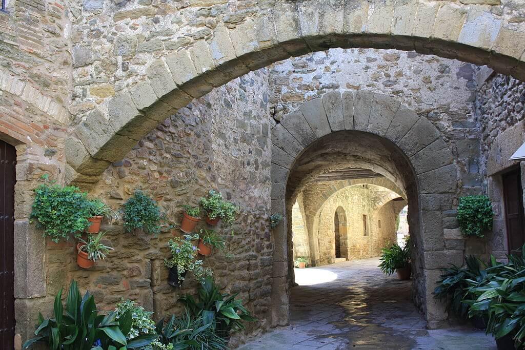 Calle de los Arcos de Monells