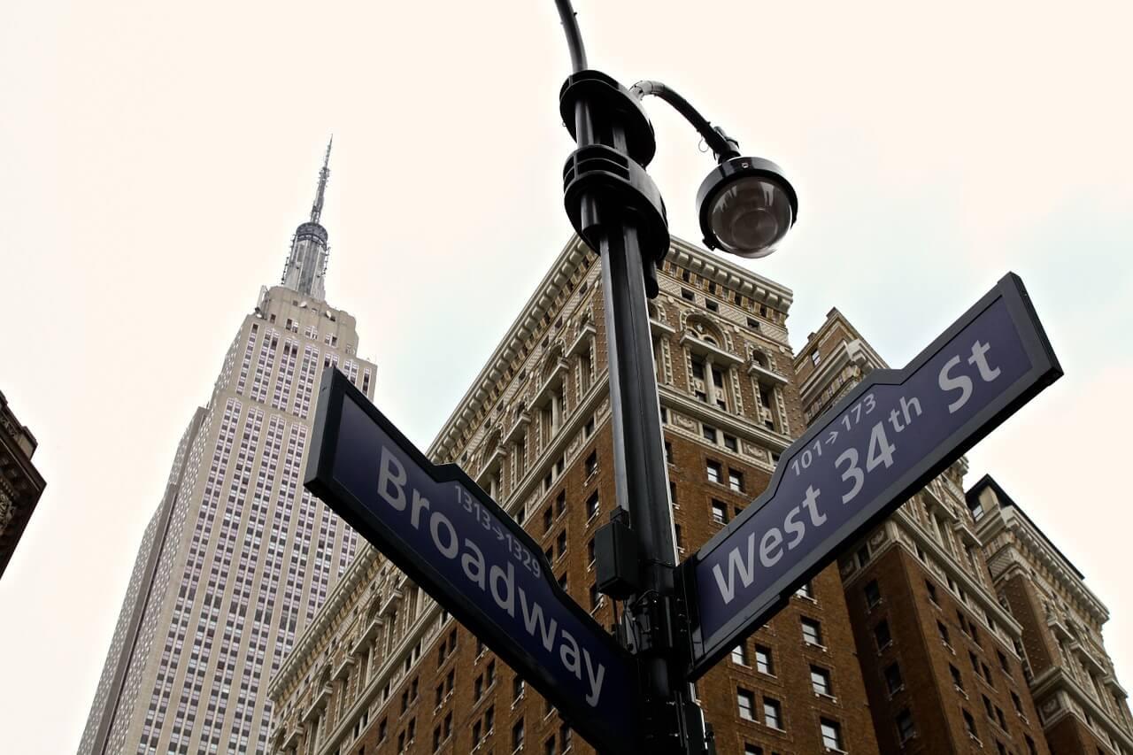 Cartel indicativo de Broadway