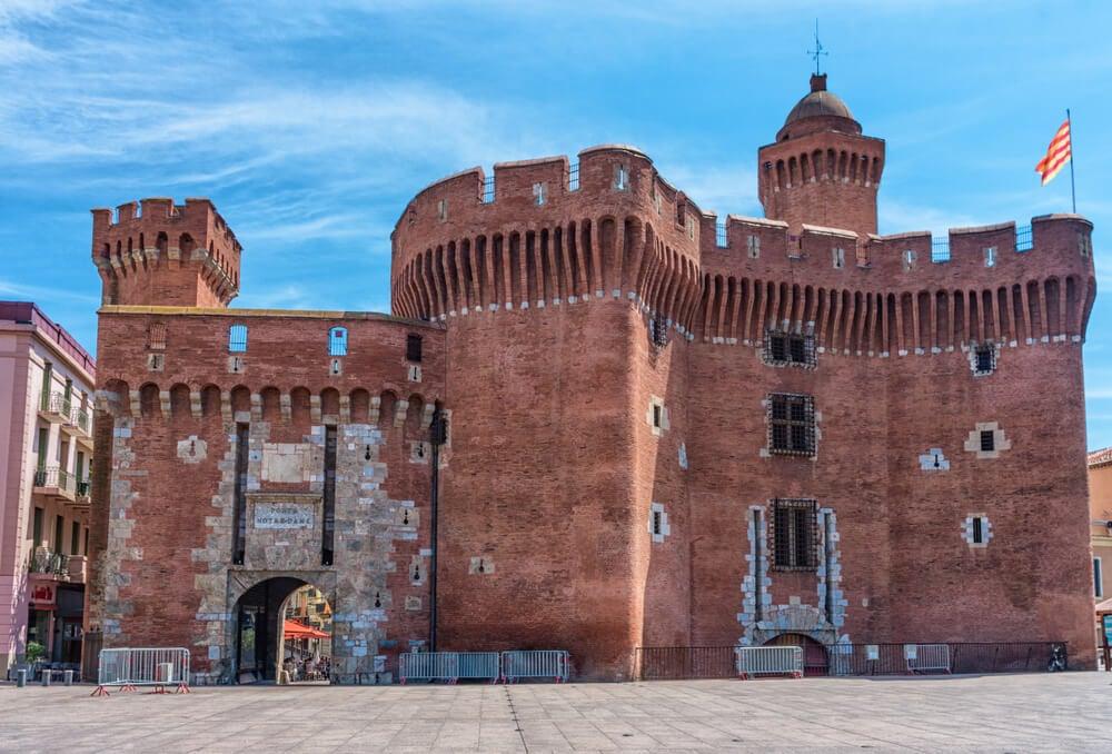 El Castillet en el centro medieval de Perpiñán