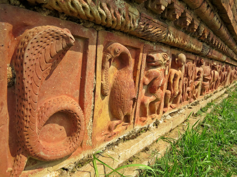 Detalle decorativo del vihara de Paharpur