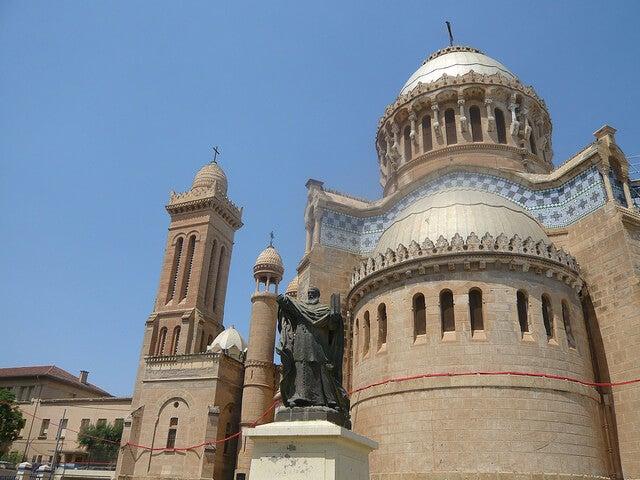 Exterior de Notre Dame de África