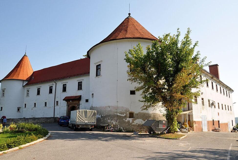 Vista del castillo de Hrastovec