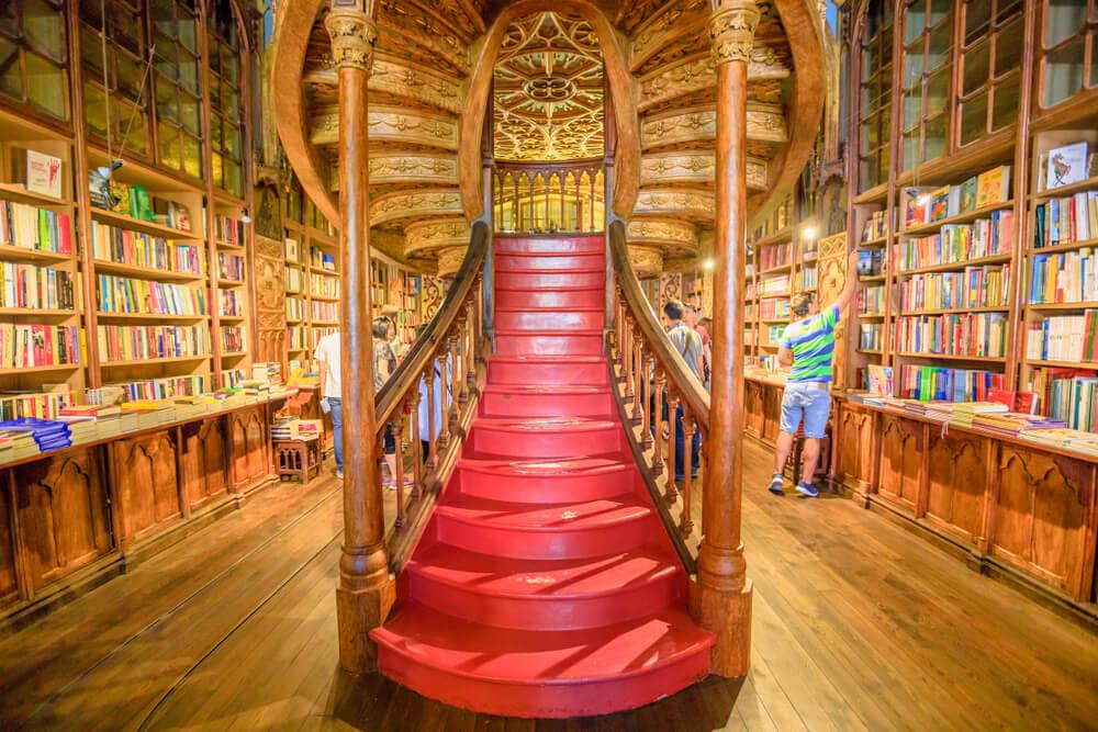 Qué ver en la famosa librería Lello de Oporto