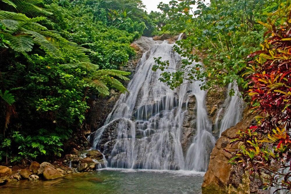 Cascada en Maewo