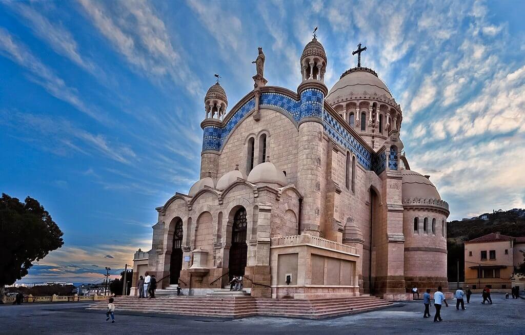 Fachada de la Basílica Menor de Nuestra Señora de África