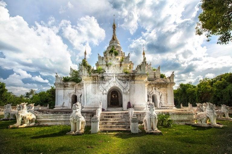 Visita las hermosas ruinas de Inwa en Mandalay